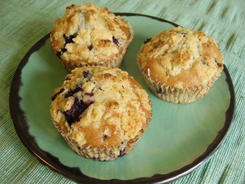 fryst cheesecake med hallon och blåbär